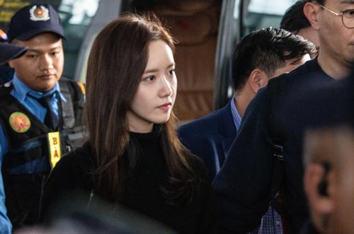 Yoona lên bar tại Hà Nội, lộ nhan sắc cực phẩm dù diện đồ siêu giản dị  - Ảnh 6
