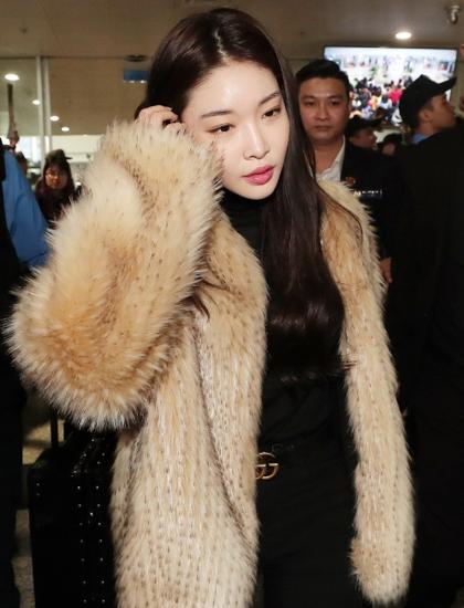 Yoona lên bar tại Hà Nội, lộ nhan sắc cực phẩm dù diện đồ siêu giản dị  - Ảnh 10