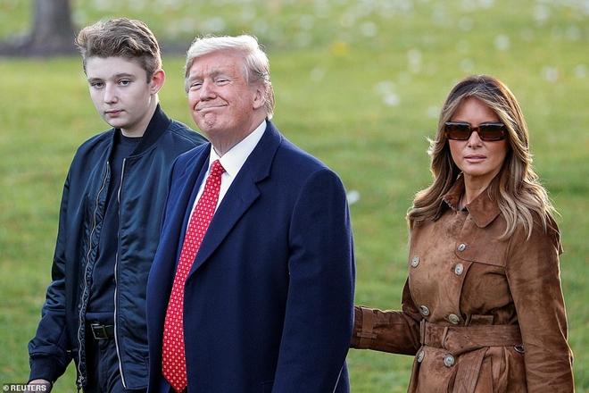 """Ngoại hình cực phẩm gây """"sốt"""" của cậu út nhà Tổng thống Trump - Ảnh 1"""