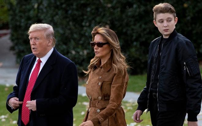 """Ngoại hình cực phẩm gây """"sốt"""" của cậu út nhà Tổng thống Trump - Ảnh 2"""