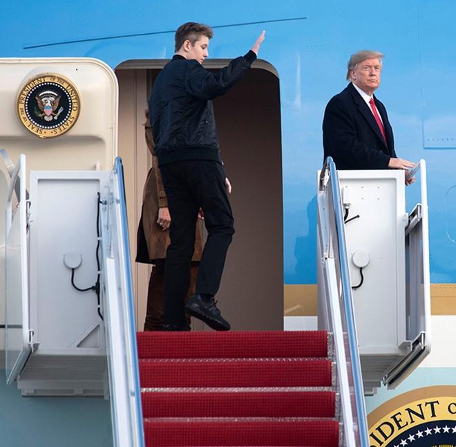 """Ngoại hình cực phẩm gây """"sốt"""" của cậu út nhà Tổng thống Trump - Ảnh 4"""