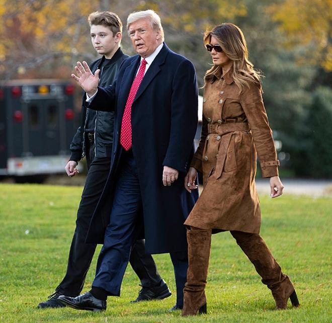 """Ngoại hình cực phẩm gây """"sốt"""" của cậu út nhà Tổng thống Trump - Ảnh 5"""