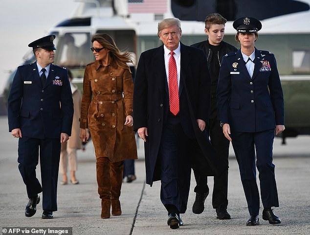 """Ngoại hình cực phẩm gây """"sốt"""" của cậu út nhà Tổng thống Trump - Ảnh 9"""