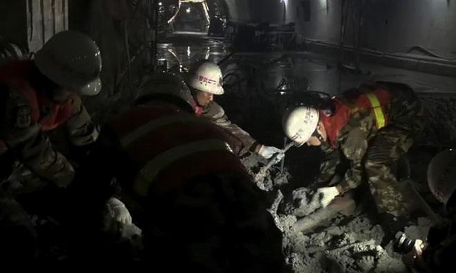 Kinh hoàng sập hầm cao tốc đang xây ở Trung Quốc, ít nhất 6 người chết - Ảnh 2