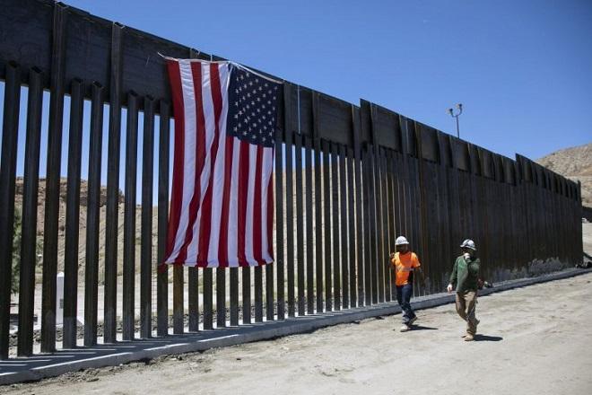 """Cận cảnh bức tường biên giới """"không thể xuyên thủng"""" của Tổng thống Trump - Ảnh 6"""
