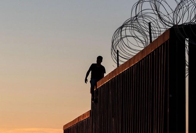 """Cận cảnh bức tường biên giới """"không thể xuyên thủng"""" của Tổng thống Trump - Ảnh 7"""