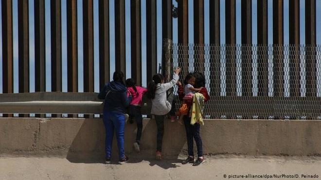 """Cận cảnh bức tường biên giới """"không thể xuyên thủng"""" của Tổng thống Trump - Ảnh 8"""
