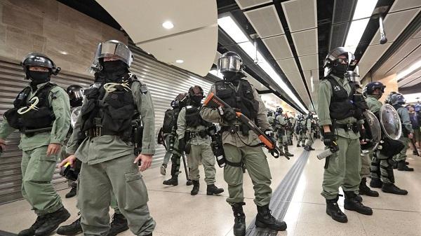 Tấn công dao giữa cuộc biểu tình, nhiều người bị thương - Ảnh 2