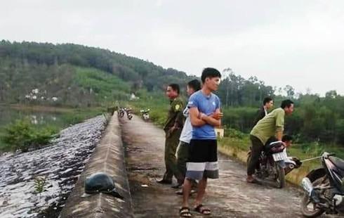 Nghệ An: Tìm thấy thi thể nữ sinh 11 tuổi tại hồ Bàu Ganh - Ảnh 1