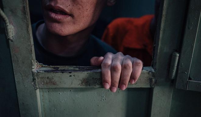Hé lộ cuộc sống trong những phòng giam tăm tối, nơi giam giữ các tù binh IS ở Syria - Ảnh 5