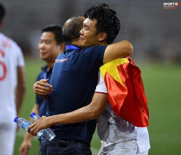 """""""Tan chảy"""" trước những khoảnh khắc đáng nhớ của HLV Park Hang Seo trong trận chung kết SEA Games - Ảnh 2"""