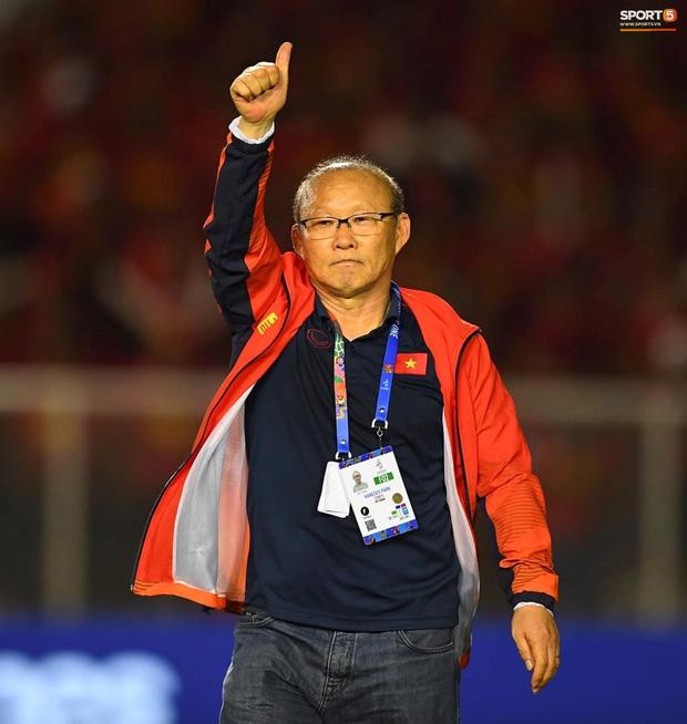 """""""Tan chảy"""" trước những khoảnh khắc đáng nhớ của HLV Park Hang Seo trong trận chung kết SEA Games - Ảnh 4"""