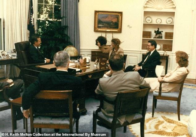 """Bà """"trùm"""" cải trang của CIA từng khiến Tổng thống Bush kinh ngạc khi lột mặt nạ ngay tại Nhà Trắng - Ảnh 2"""