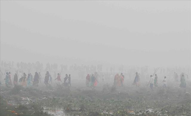 Cận cảnh thủ đô của Ấn Độ chìm trong khói bụi nghiêm trọng, người dân như hút 50 điếu thuốc một ngày - Ảnh 5