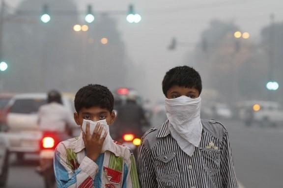 Cận cảnh thủ đô của Ấn Độ chìm trong khói bụi nghiêm trọng, người dân như hút 50 điếu thuốc một ngày - Ảnh 1