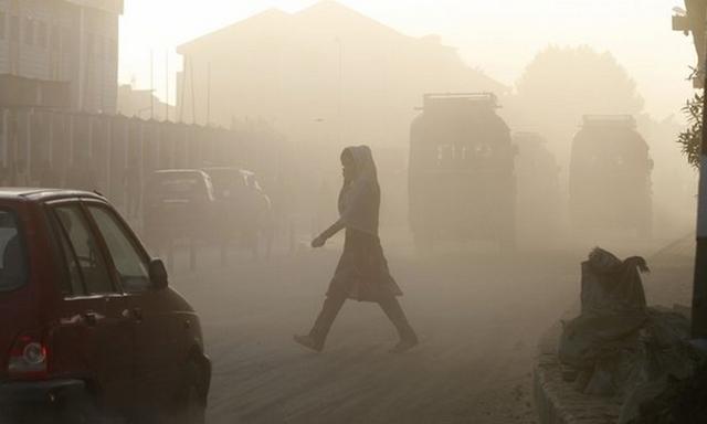 Cận cảnh thủ đô của Ấn Độ chìm trong khói bụi nghiêm trọng, người dân như hút 50 điếu thuốc một ngày - Ảnh 8