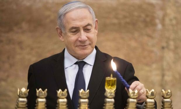 Tên lửa phóng tới bất ngờ, thủ tướng Israel phải lánh nạn ngay giữa buổi vận động tranh cử - Ảnh 1