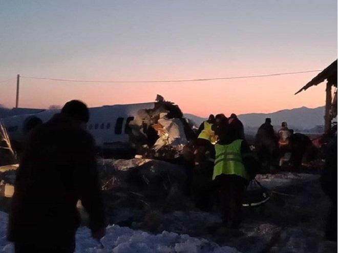 Máy bay chở 100 người lao vào tòa nhà hai tầng, ít nhất 14 người thiệt mạng - Ảnh 4