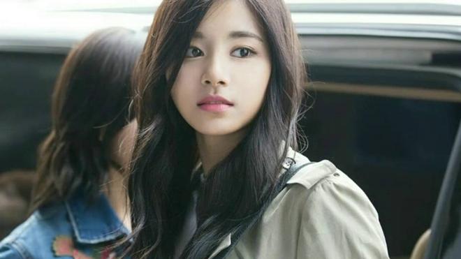 Nhan sắc không tì vết của Tzuyu: Nữ ca sĩ đứng đầu danh sách 100 gương mặt đẹp nhất thế giới - Ảnh 2