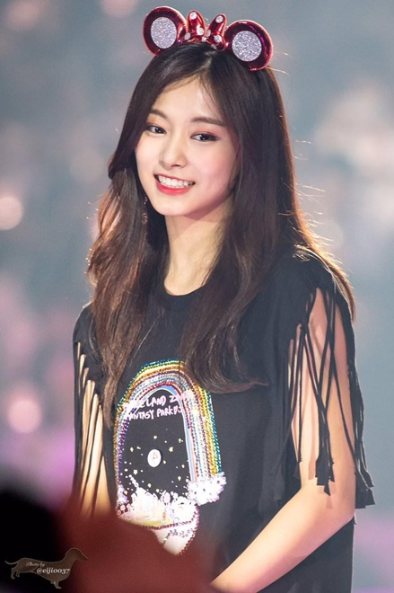 Nhan sắc không tì vết của Tzuyu: Nữ ca sĩ đứng đầu danh sách 100 gương mặt đẹp nhất thế giới - Ảnh 4