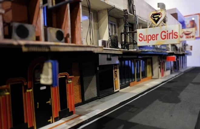 Có gì bên trong bảo tàng mô phỏng phố đèn đỏ khét tiếng của Thái Lan? - Ảnh 3