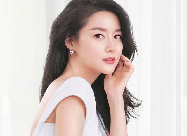 """Choáng váng trước thành tích học tập """"khủng"""" của 6 bộ não thiên tài trong làng giải trí Hàn Quốc - Ảnh 2"""