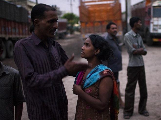 Cuộc sống tạm bợ, đầy tủi nhục của những cô gái trong khu đèn đỏ khét tiếng tại Ấn Độ  - Ảnh 4