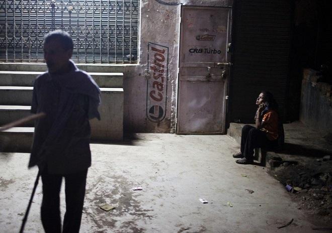 Cuộc sống tạm bợ, đầy tủi nhục của những cô gái trong khu đèn đỏ khét tiếng tại Ấn Độ  - Ảnh 5