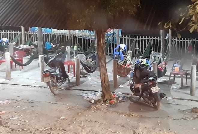 Tránh tắc đường sau Tết, người dân chọn chạy xe suốt đêm để về TP Hồ Chí Minh  - Ảnh 3