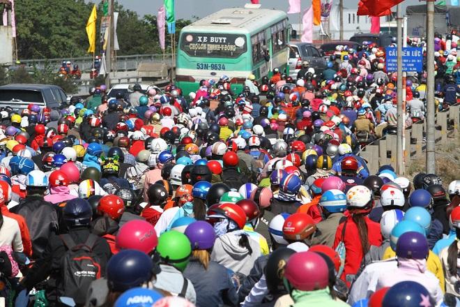 Tránh tắc đường sau Tết, người dân chọn chạy xe suốt đêm để về TP Hồ Chí Minh  - Ảnh 7