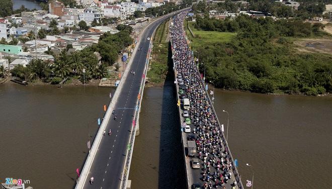 Tránh tắc đường sau Tết, người dân chọn chạy xe suốt đêm để về TP Hồ Chí Minh  - Ảnh 10