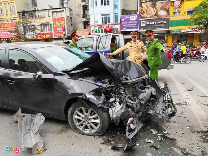 Hà Nội: Xe Mazda gây tai nạn liên hoàn, 3 người bị thương  - Ảnh 5