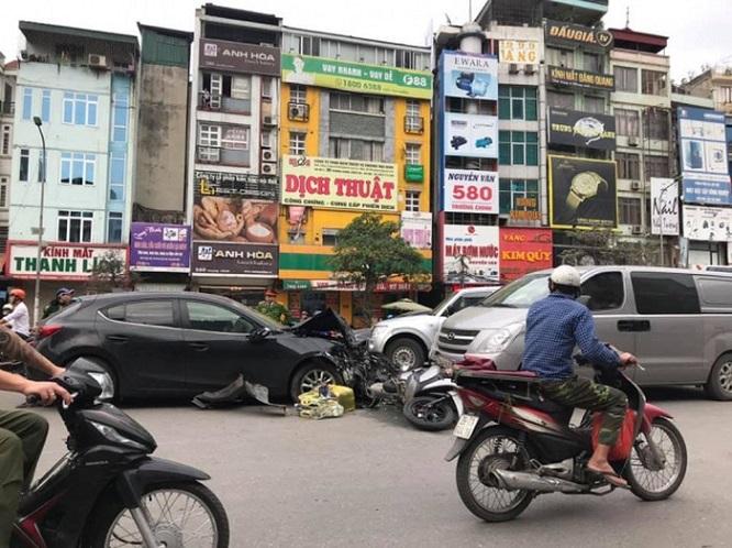 Hà Nội: Xe Mazda gây tai nạn liên hoàn, 3 người bị thương  - Ảnh 4