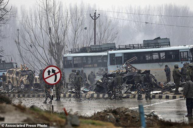 Lộ diện nhóm khủng bố đứng sau vụ đánh bom tự sát tại Ấn Độ khiến ít nhất 33 binh sĩ thiệt mạng - Ảnh 1