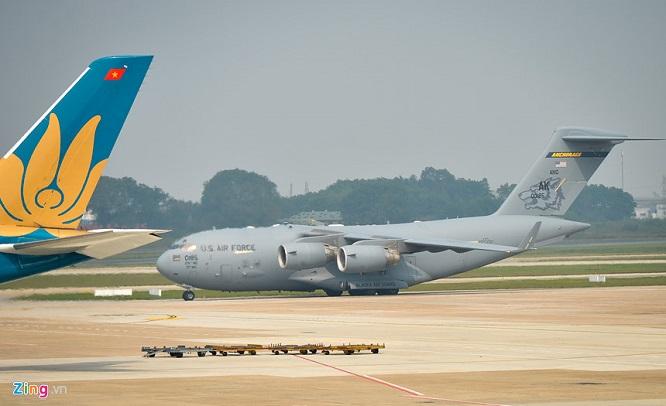 Gấp rút chuẩn bị Hội nghị thượng đỉnh, 'ngựa thồ' C-17 tiếp tục hạ cánh tại sân bay Nội Bài  - Ảnh 2