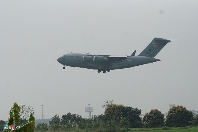 Gấp rút chuẩn bị Hội nghị thượng đỉnh, 'ngựa thồ' C-17 tiếp tục hạ cánh tại sân bay Nội Bài  - Ảnh 4