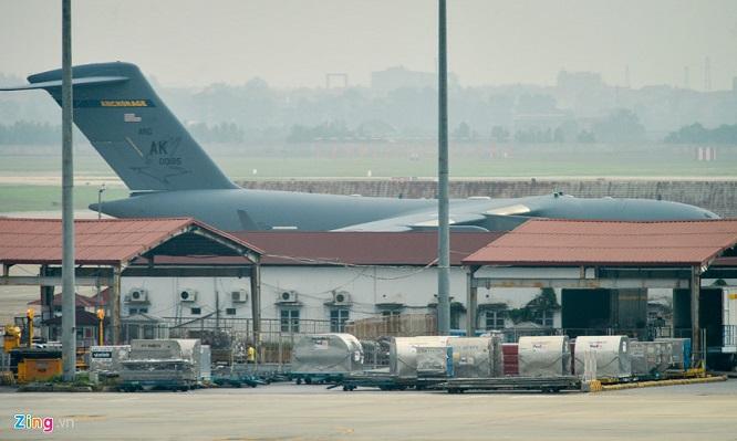 Gấp rút chuẩn bị Hội nghị thượng đỉnh, 'ngựa thồ' C-17 tiếp tục hạ cánh tại sân bay Nội Bài  - Ảnh 6