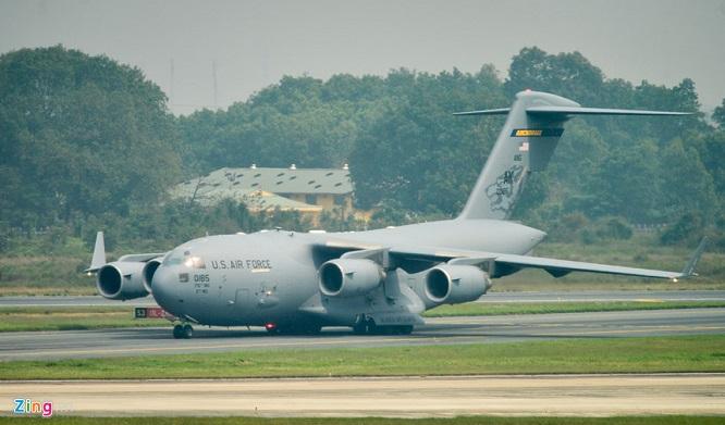 Gấp rút chuẩn bị Hội nghị thượng đỉnh, 'ngựa thồ' C-17 tiếp tục hạ cánh tại sân bay Nội Bài  - Ảnh 9