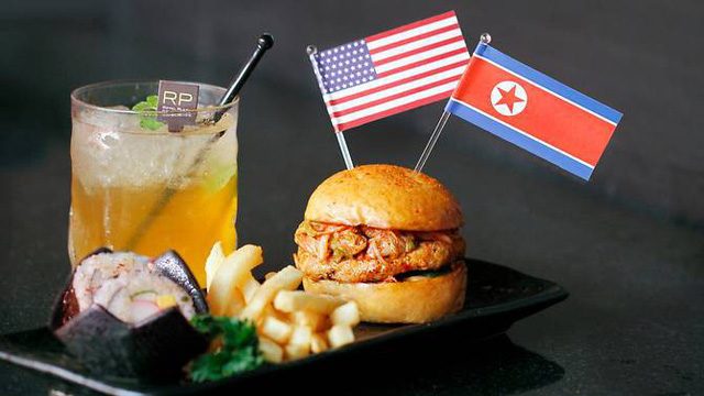 """Người dân Singapore """"hốt bạc"""" nhờ những cách sáng tạo """"ăn theo"""" Hội nghị Thượng đỉnh Mỹ-Triều - Ảnh 4"""