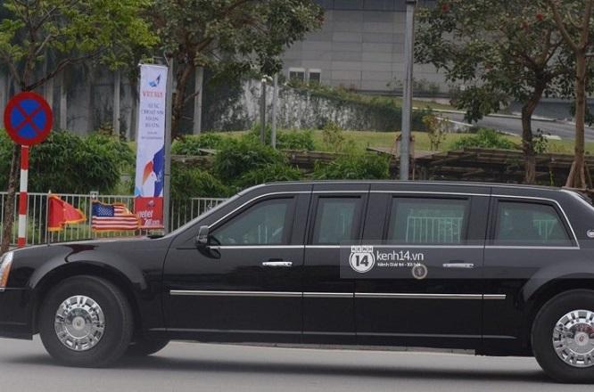 """Đoàn xe """"Quái thú"""" hộ tống Tổng thống Mỹ Donald Trump tới Phủ Chủ tịch - Ảnh 2"""
