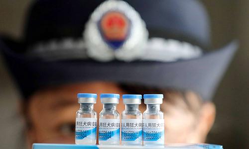 Những tuyên bố mâu thuẫn của quan chức Trung Quốc về 12.000 chai huyết tương nhiễm HIV - Ảnh 1