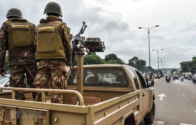 Nổ bom khủng bố giấu trong xác chết, ít nhất 17 người thiệt mạng  - Ảnh 1