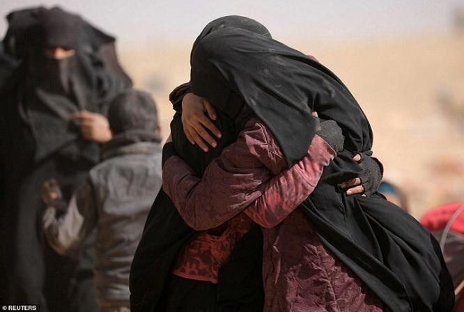 Syria tấn công thành trì cuối cùng của IS, hàng nghìn người tháo chạy - Ảnh 1