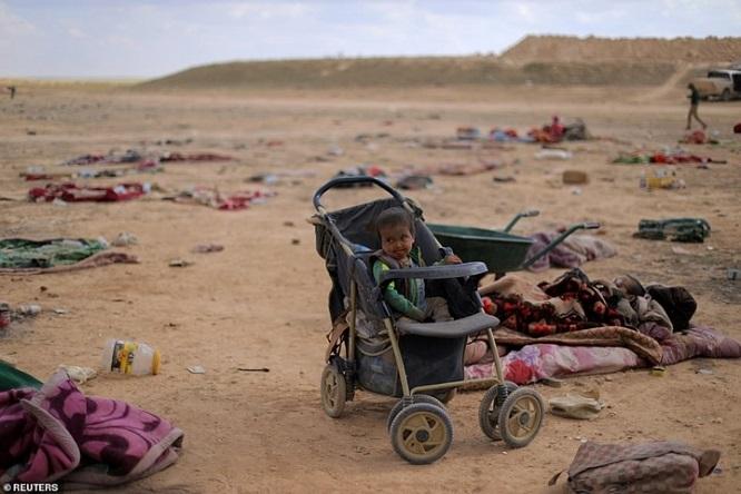 Syria tấn công thành trì cuối cùng của IS, hàng nghìn người tháo chạy - Ảnh 4