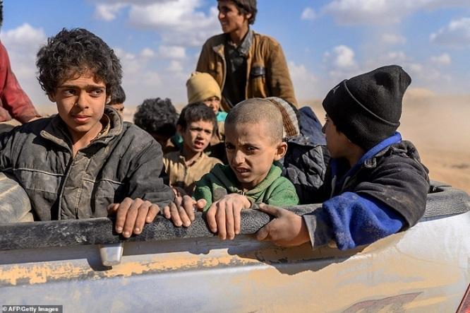 Syria tấn công thành trì cuối cùng của IS, hàng nghìn người tháo chạy - Ảnh 7