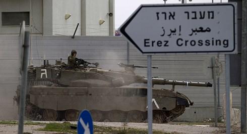 """Đáp trả 2 quả tên lửa tự chế, Israel dội """"mưa"""" hỏa lực xuống 100 mục tiêu tại Dải Gaza - Ảnh 2"""