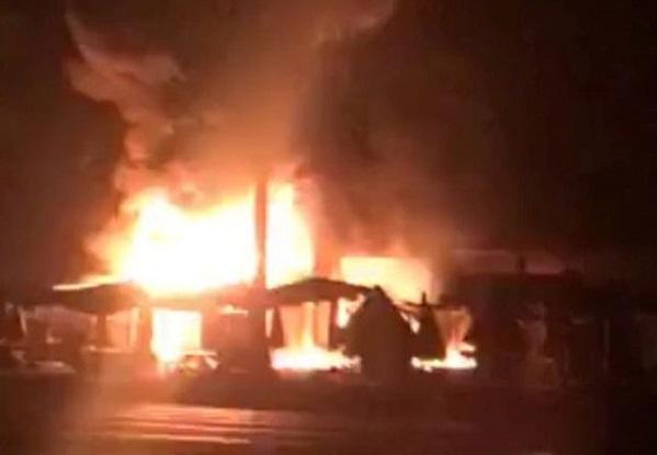 Kiên Giang: Hỏa hoạn thiêu rụi 30 ki-ốt trong đêm - Ảnh 1
