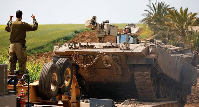 Israel không kích dữ dội tại phía tây Dải Gaza, trả đũa vụ phóng rocket khiến nhiều người bị thương - Ảnh 2