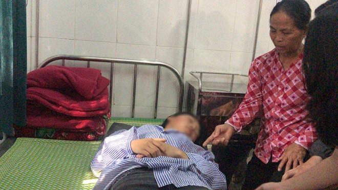Bản tường trình của nữ sinh tham gia lột đồ, đánh bạn nhập viện: Có 3 người chỉ đứng xem không can - Ảnh 1