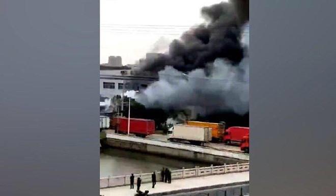 Trung Quốc: Container chở kim loại phế liệu bất ngờ phát nổ, ít nhất 7 người chết - Ảnh 1